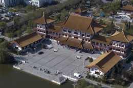 保健品發家的河北富豪,帶6500名員工法國度假,花10億蓋專屬宮殿