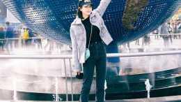 宋茜曬環球影城遊玩照:香芋紫短大衣溫柔靚麗,粉色小豬帽太可愛