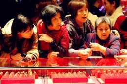 """黃金價格持續回落,中國大媽已經開始""""抄底"""",你做好準備了嗎?"""