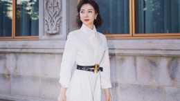 44歲陳數氣質太好了,穿白色連衣裙配高筒靴,美得很優雅